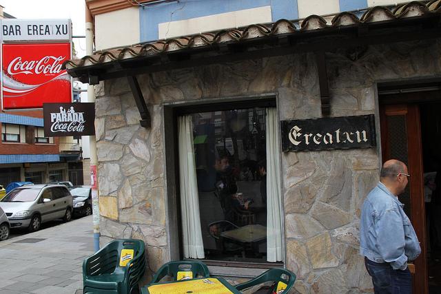Fachada del Bar Ereatxu en Algorta.