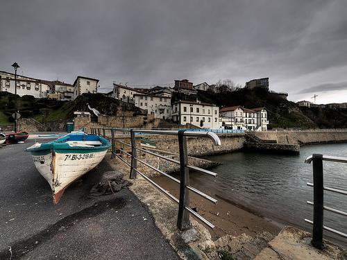 Vista del Puerto Viejo de Algorta desde el Murallón.