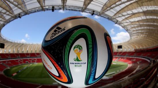 El balón ofiical del Mundial, Brazuca, en el estadio Rio-Beira. / FIFA.