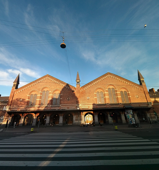 La fachada de la estación central de Copenhague.