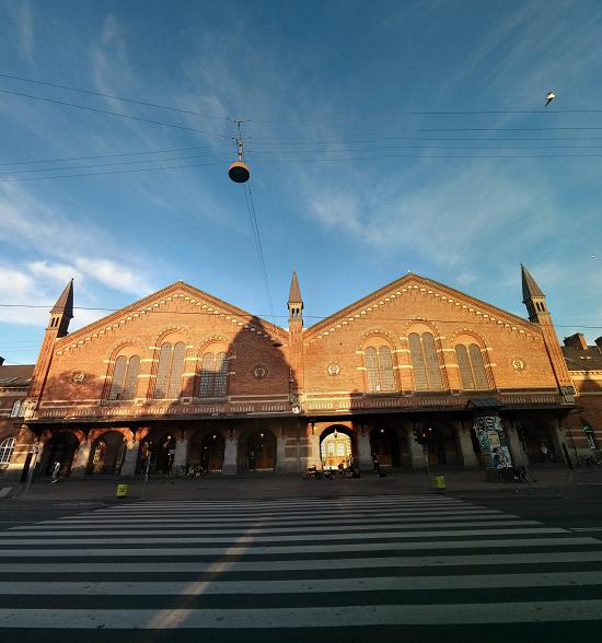 La fachada de la estación central de Copenhague.