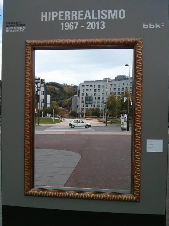 La instalación del cuadro en el parque de Doña Casilda del que sacar fotos hiperrealistas.
