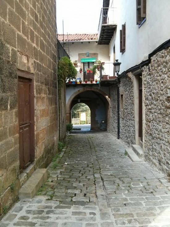 El portal de Zerain, una de las puertas principales de Segura y la única en esta orientación.